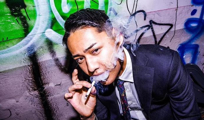 タバコを吸うひゅうが