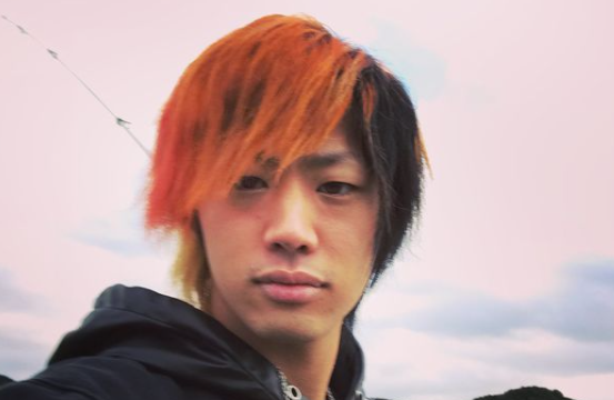 赤と黒髪のてつや